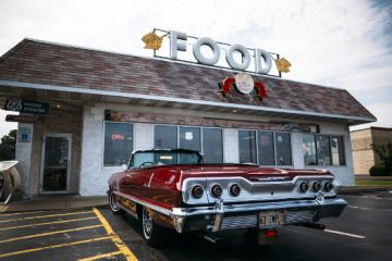 Route 66 Classic Car in front of Cozy Dog Diner