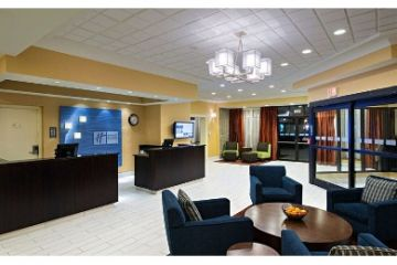 Boston/Holiday-Inn-Express-Hotel-and-Suites-01